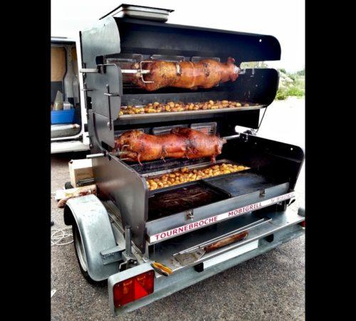 cuisson 2 cochons barbecue tourne broche